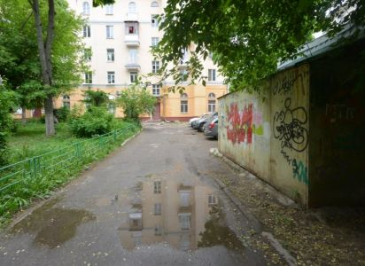 Гараж во дворе дома по ул. Ревпроспект 52/39