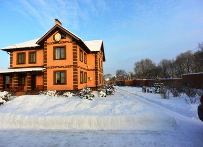 Дом зимой вход